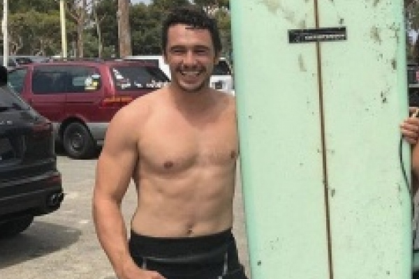 Captan a actor James Franco en playas salvadoreñas para atacar su depresión